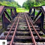 Ponte férrea ao lado da estação.
