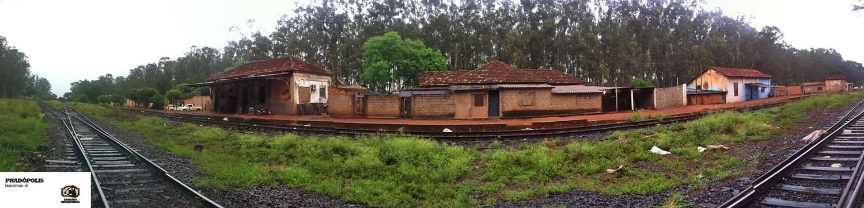 Vista frontal da estação e do seu entorno.